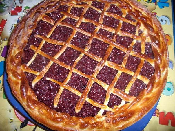 пирог с брусникой и яблоками рецепт из дрожжевого теста