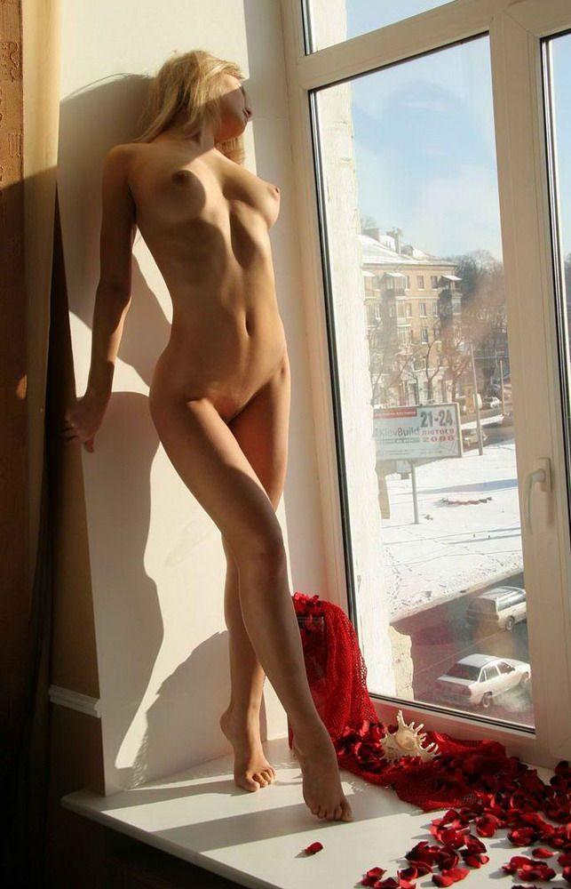 Вид из окна эротика, голые сочные сиськи