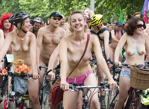 nudist-protests-london-race-photos