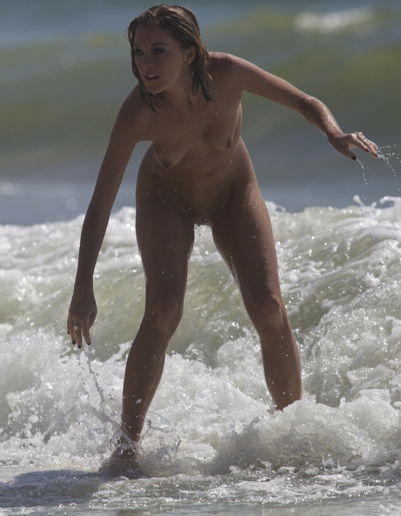 Nude Surfing 11