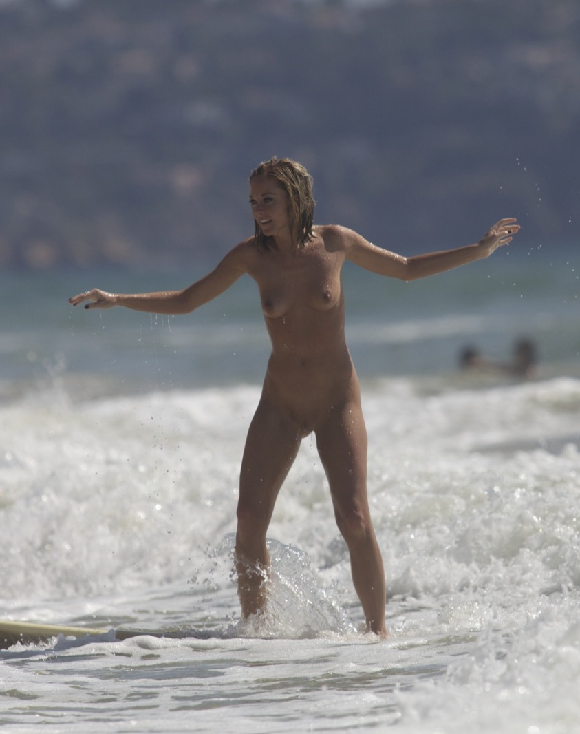 Nude Surfing 14