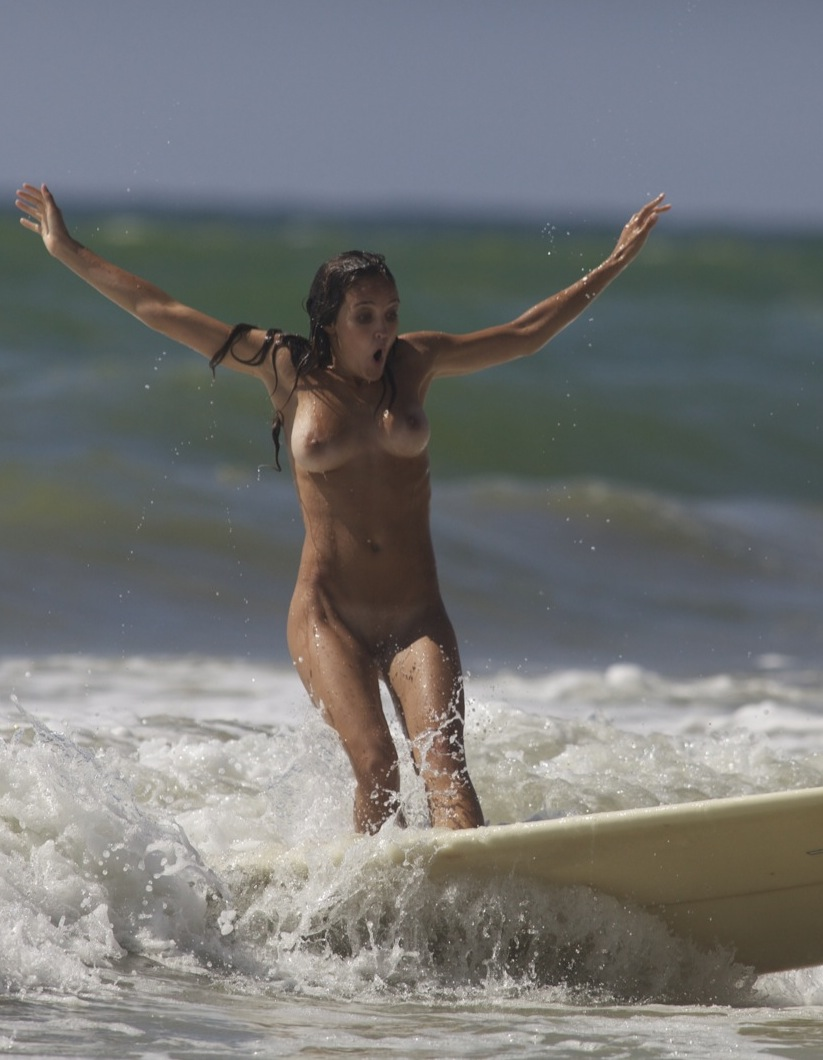 Nude Surfing 17