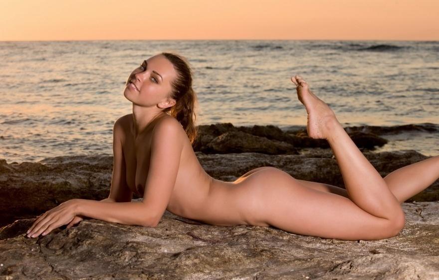 Голяком девушки на пляже — photo 14