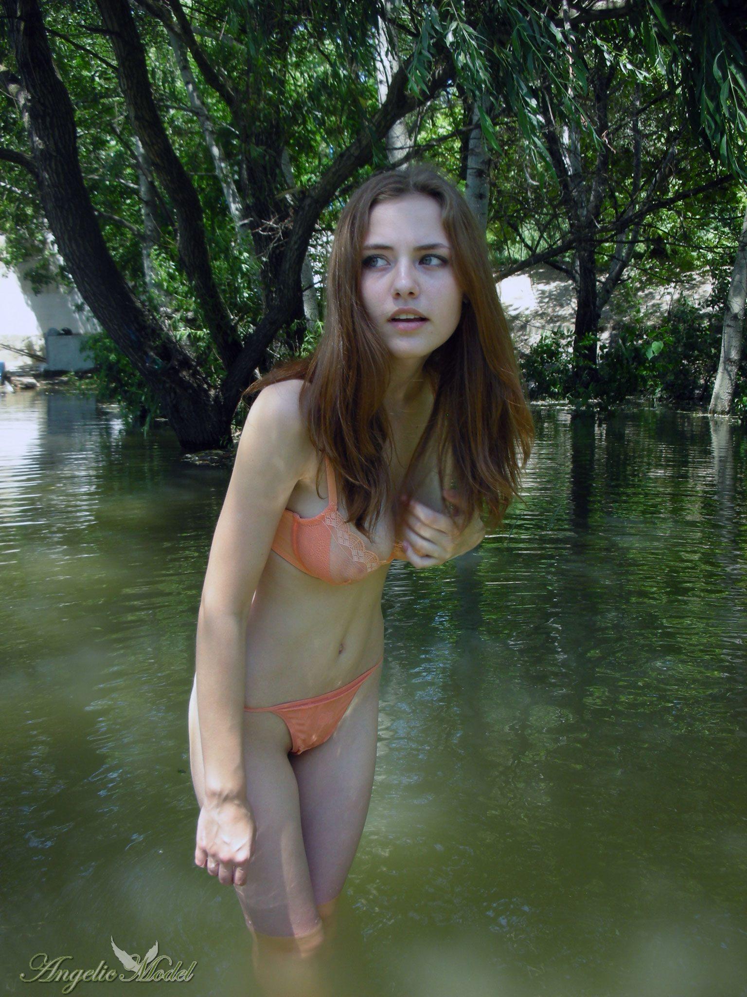 Анжелика в полупрозрачном оранжевом белье 23