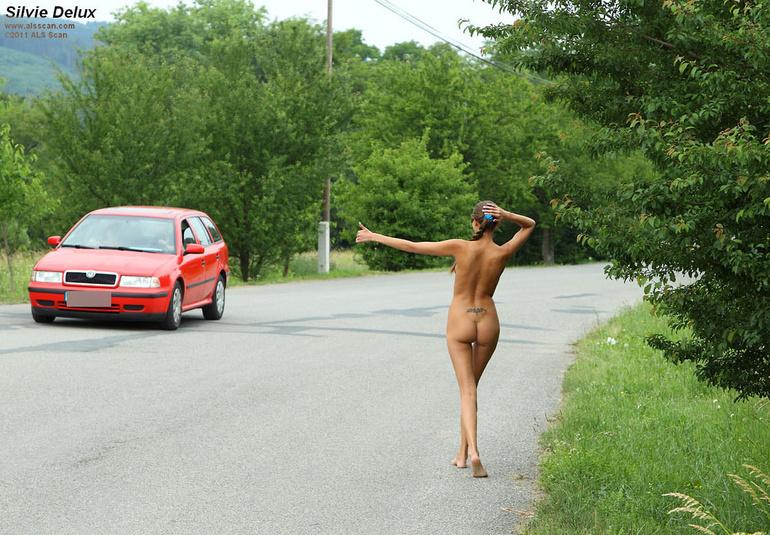 случайный голые девушка на дороге видео - 5
