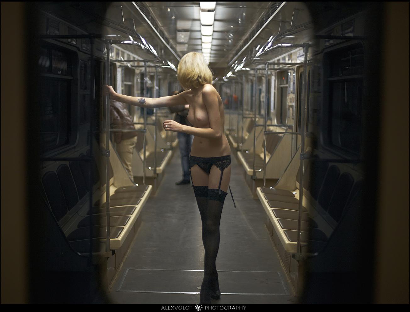 Хентай в вагоне метро 3 фотография