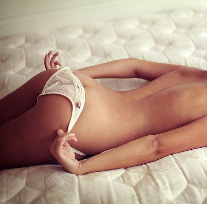 Красотки нижнем фото девушку шлепают по попе порно фото мастурбации