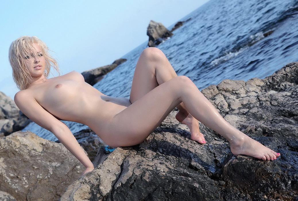 на море красавица пизла видео