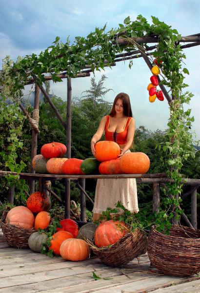Marina - Selling Pumpkins