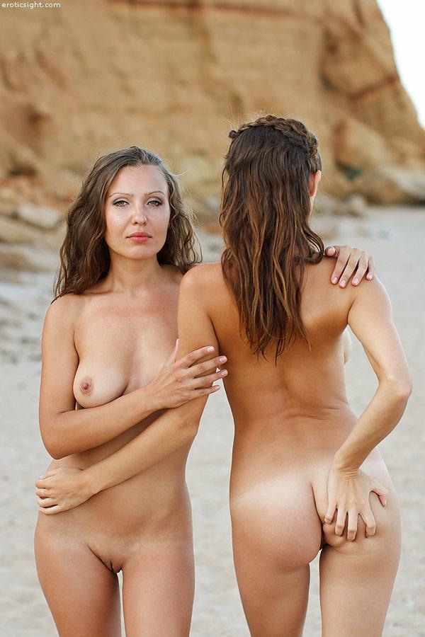 Две милые нудисточки на диком пляже 07