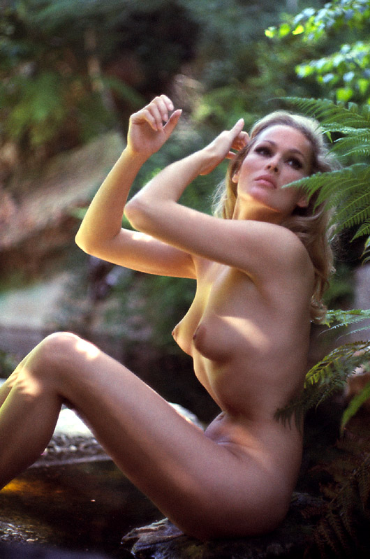Ursula Andress 8