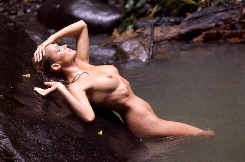 Ursula Andress 5