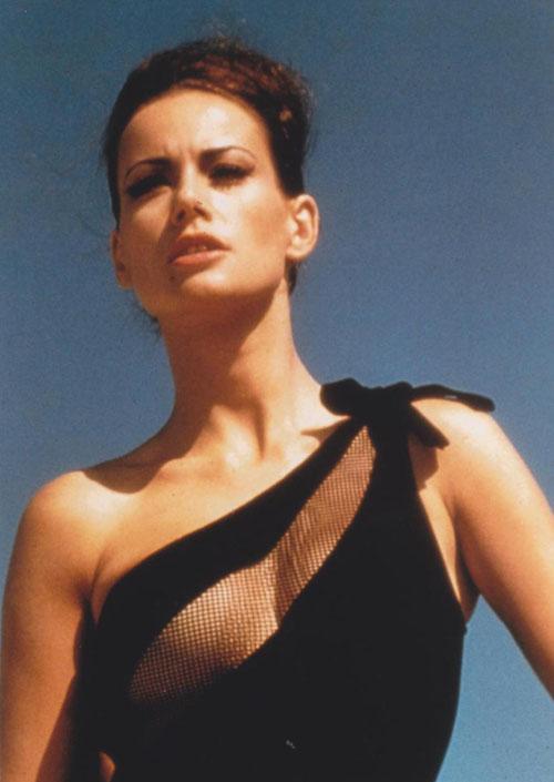 Claudine Auger 09