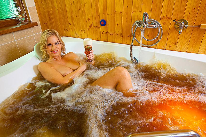 порно фото в ванной с пивком взял приготовленный