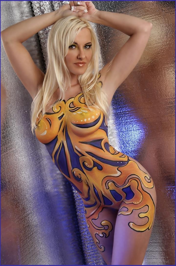 нарисованная одежда на теле эротический боди арт