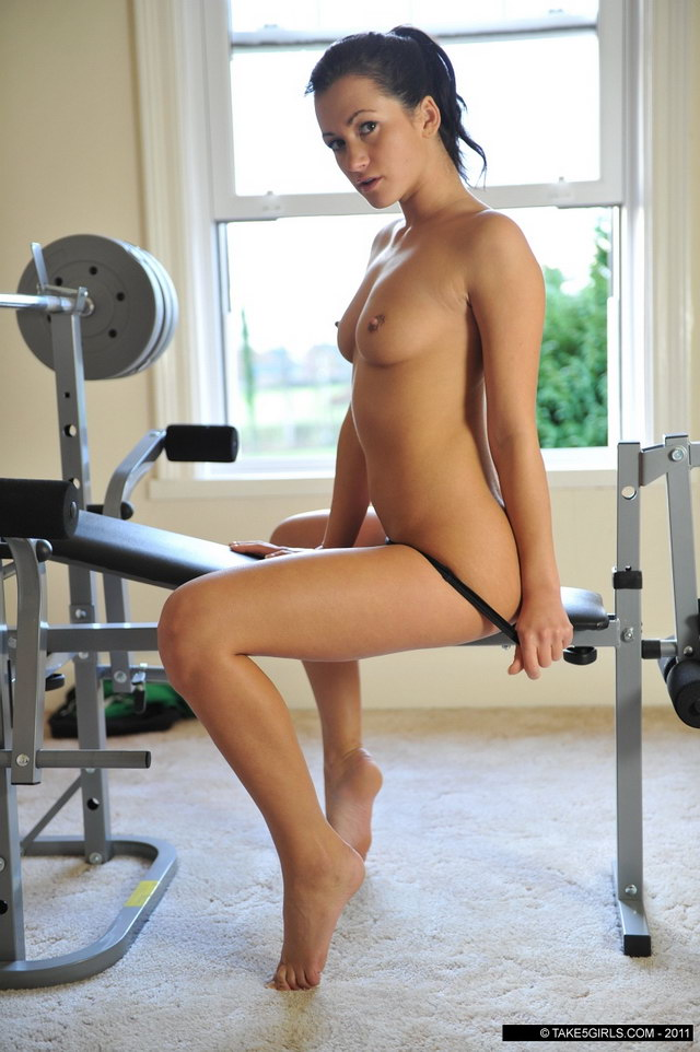 naked-girl-beach-workout