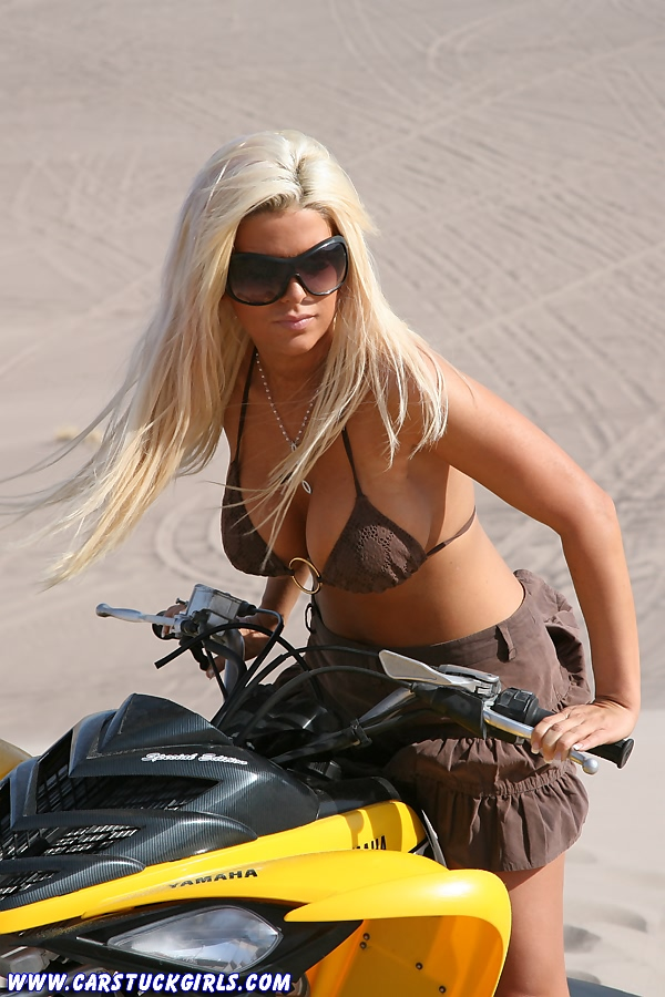 Блондинка и квадроцикл 03