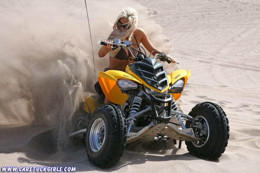 Блондинка и квадроцикл 09