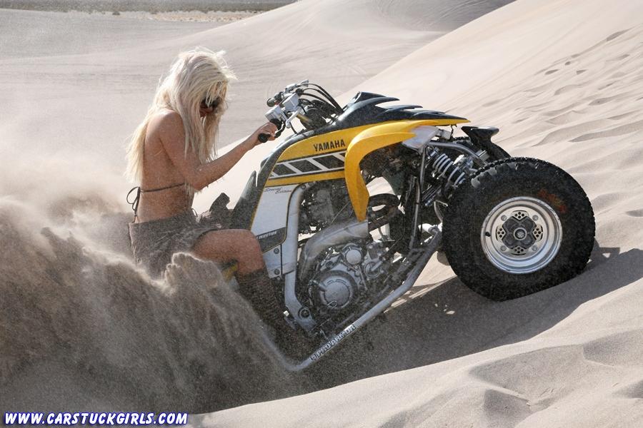 Блондинка и квадроцикл 10