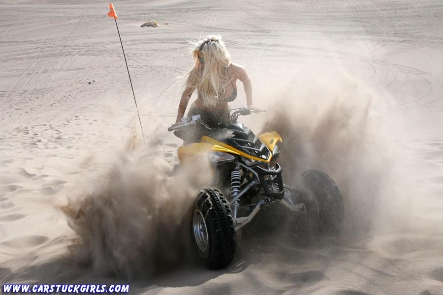 Блондинка и квадроцикл 11
