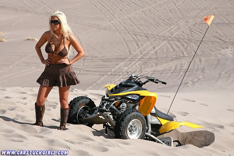 Блондинка и квадроцикл 13