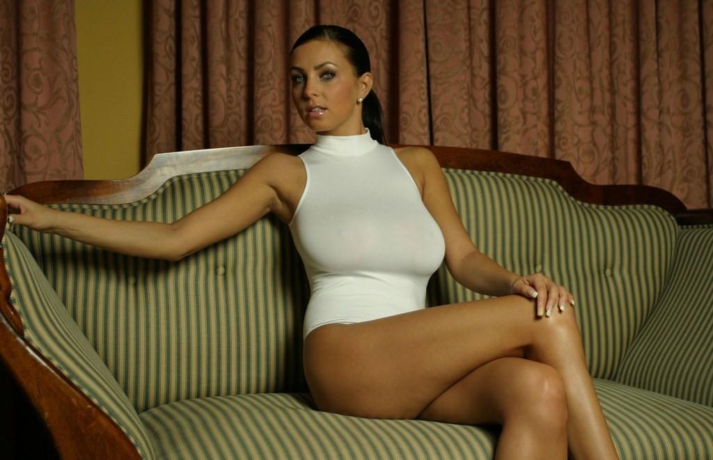 Польская модель и певица Ewa Sonnet (на гифке №7)