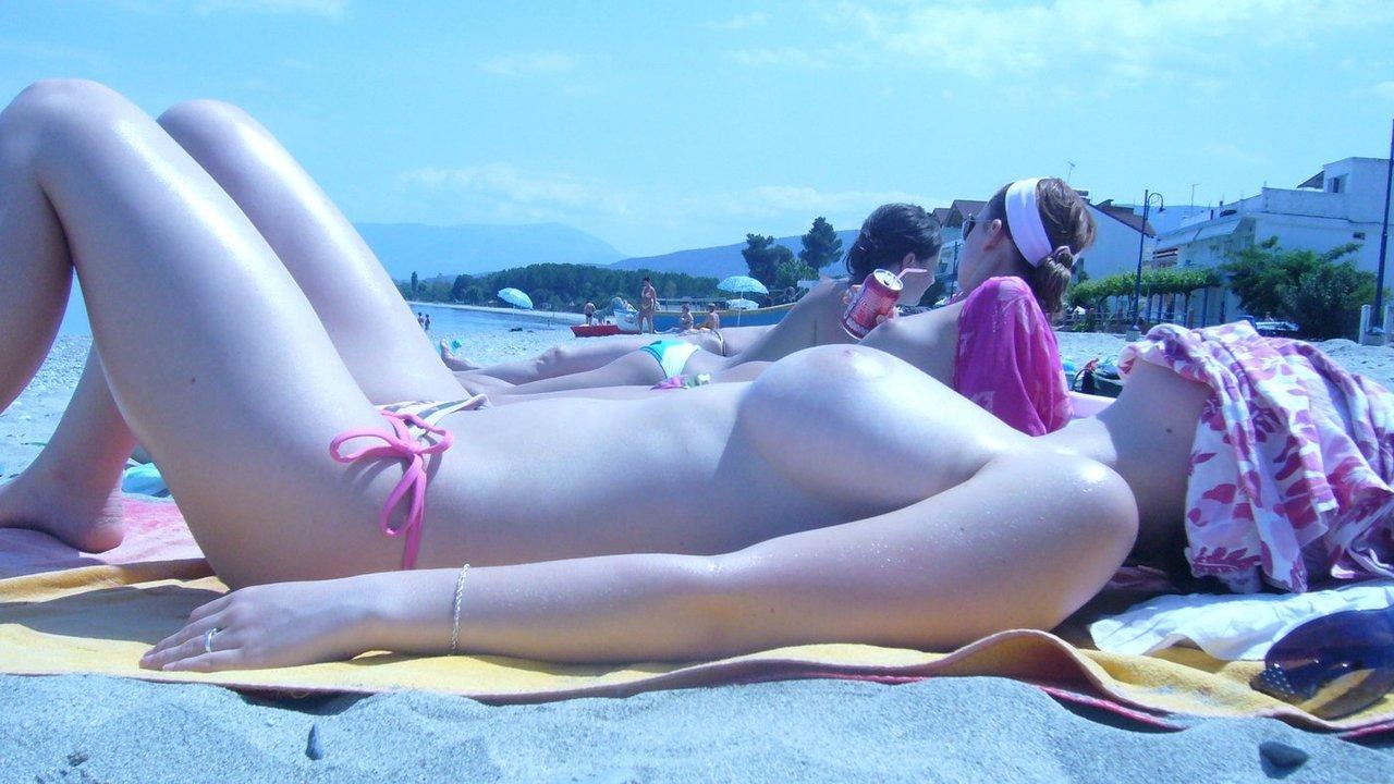 Фото загораю голая на общественном пляже 1 фотография