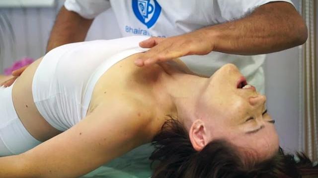 Энергетический оргазм всего тела от тантрического массажа (Full body energy orgasm with tantric massage)