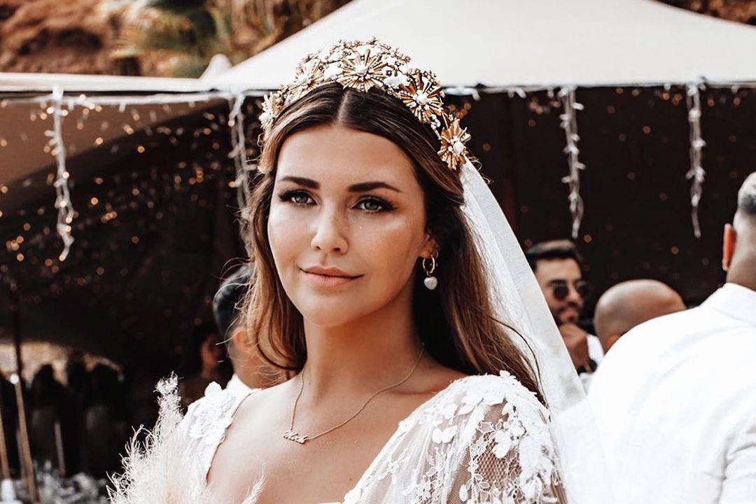 Невеста с пышными формами покорила Интернет