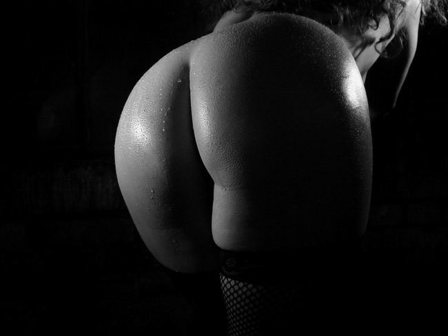 Черно белое фото голых жоп