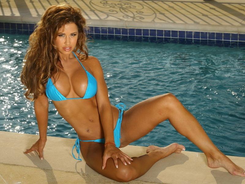 Большая грудь в купальнике фото