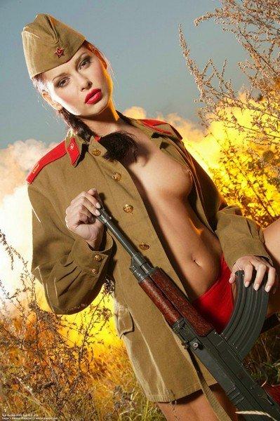 фото девушек в военной форме эротические