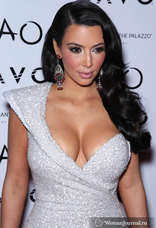 Декольте Ким Кардашян (Kim Kardashian)