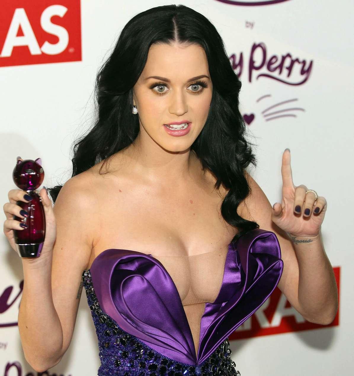 Декольте Кэти Перри (Katy Perry)