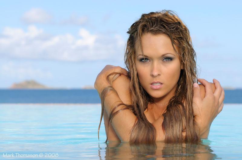 Сексуальная девушка на море
