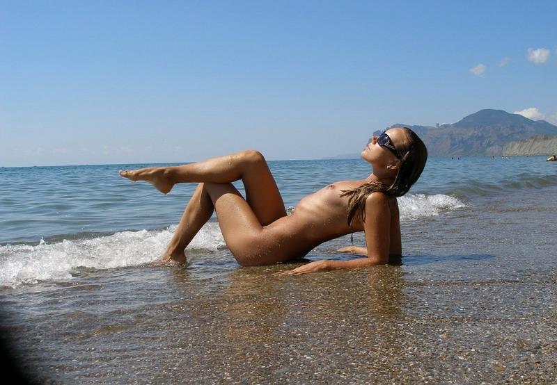 Порно крымских диких пляжей крыма