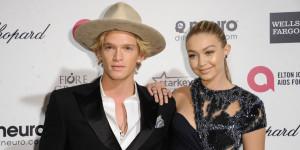 Cody Simpson dating tieto Visa Esimerkkejä taglines varten dating sites