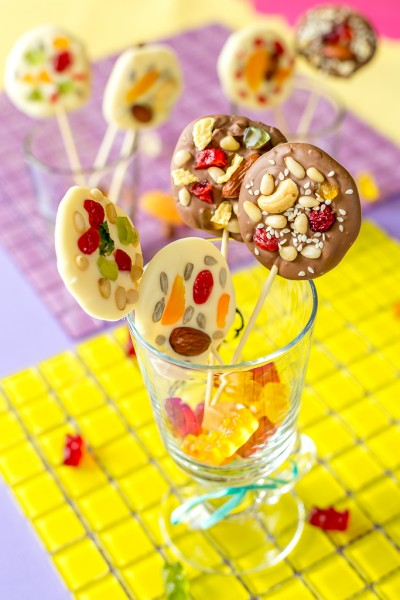 Как сделать шоколадную конфету на палочке