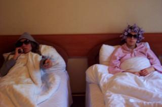 наши девушки в гостинице. катаются как сыр в масле :)