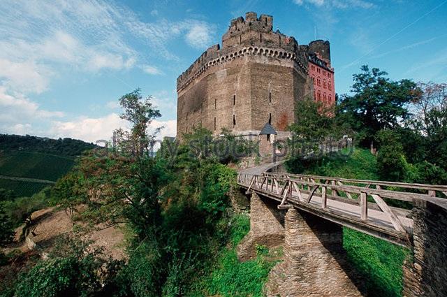 castle-schonburg-oberwesel-atmg4b.jpg