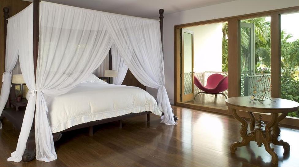 modern-elegance-master-bedroom-balcony-attachment-design8
