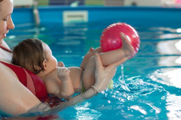 Фотографии плавания на надувных секс куклах