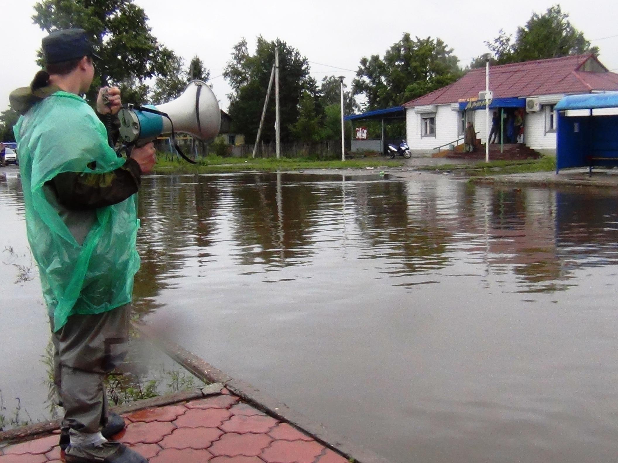 Спасатели просят жителей подтопленных домов эвакуироваться