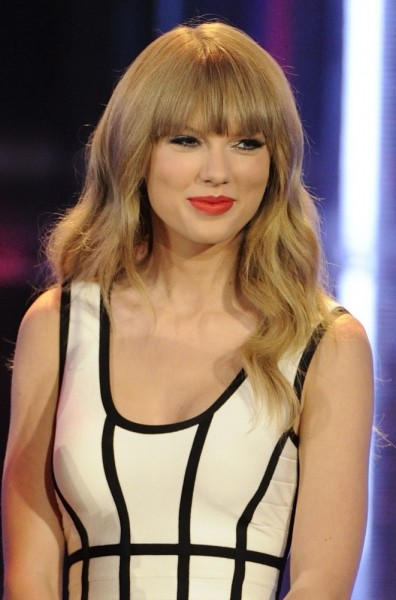 taylor-swift-2013-muchmusic-video-awards-show-02.jpg