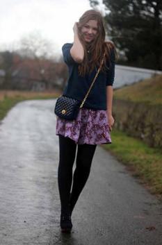 девочки в мини и черных колготках