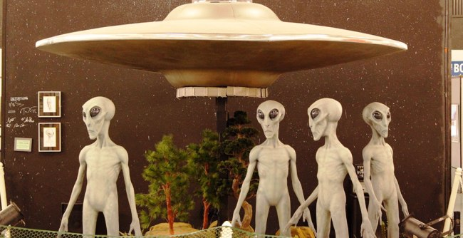 Earthlings-gather-at-historic-Roswell-for-the-65th-anniversary-of-the-UFO-legend