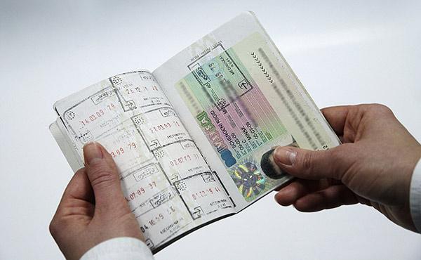 Что быстрее - получить визу самостоятельно или обратиться в специальную фирму?