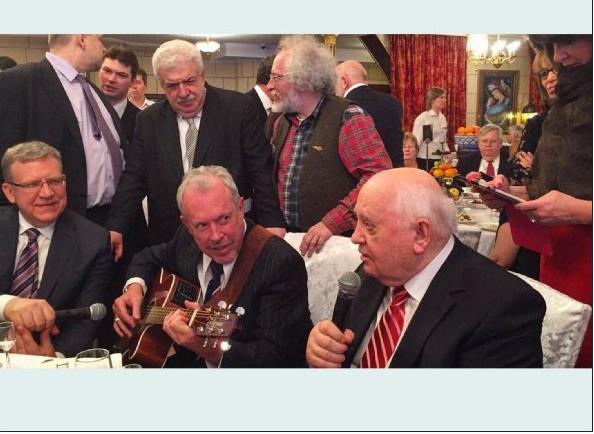 По этой фотографии с юбилея Горбачева все становится понятно