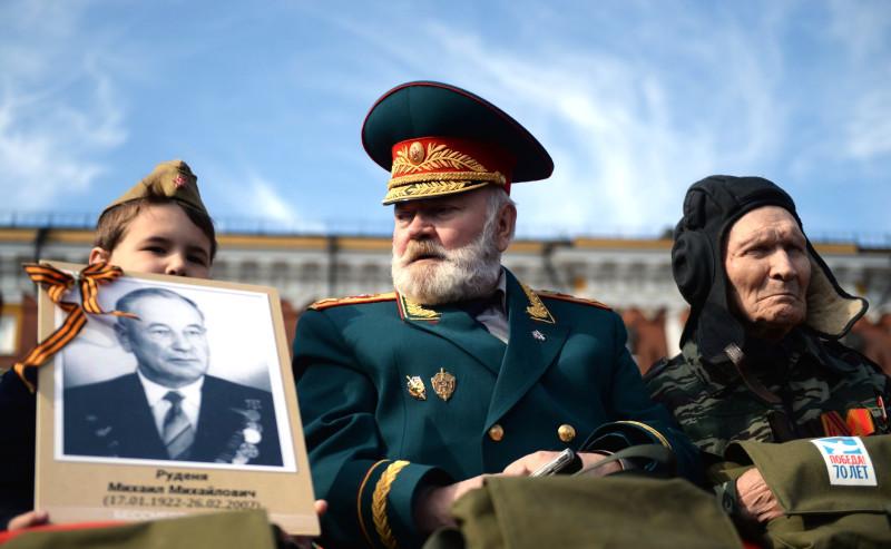 Ряженные маршалы на Параде Победы