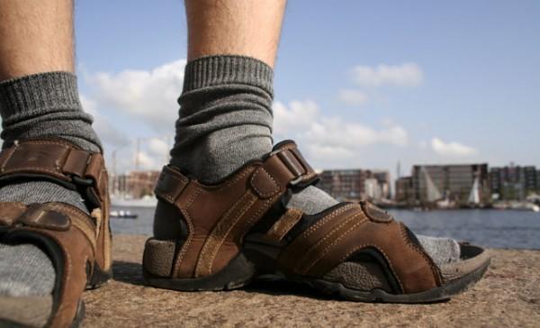 Сандали с носками - это нормально?